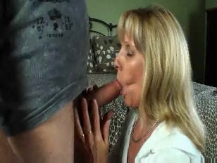 Horny Mature Amatuer 47 Years Old Carol Takes On A 19 Years Old Boy
