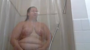 Fat Girl In The Shower. Kelli From DATES25.COM